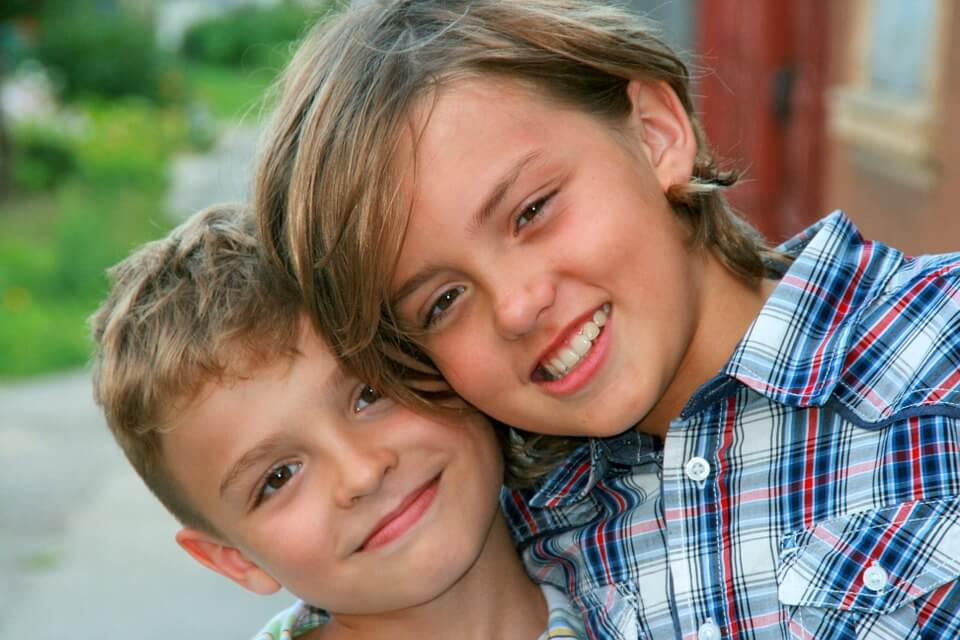 brothers-835137_960_720